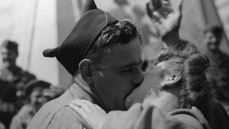 An American soldier and a British girl in London celebrated the end of the war with a kiss in Piccadilly Circus