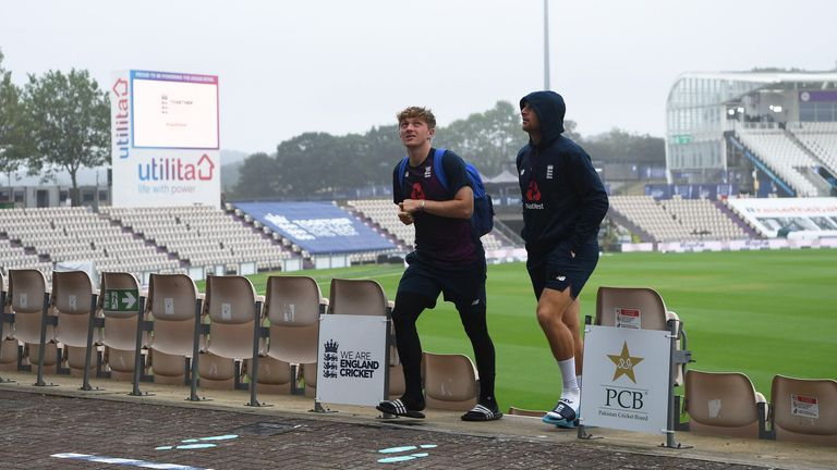 Nasser Hussain says the old cricketing mindset when bad light sets in needs to change and believes games should start earlier if rain is a factor. The ICC have declined to comment on the issue.