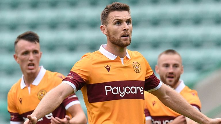 EDINBURGH, SCOTLAND - AUGUST 15:  Motherwell's players look frustrated after their goal is disallowed during the Scottish Premiership match between Hibernian and Motherwell at Easter Road on August 15, 2020, in Edinburgh, Scotland.  .(Ross MacDonald / SNS Group)