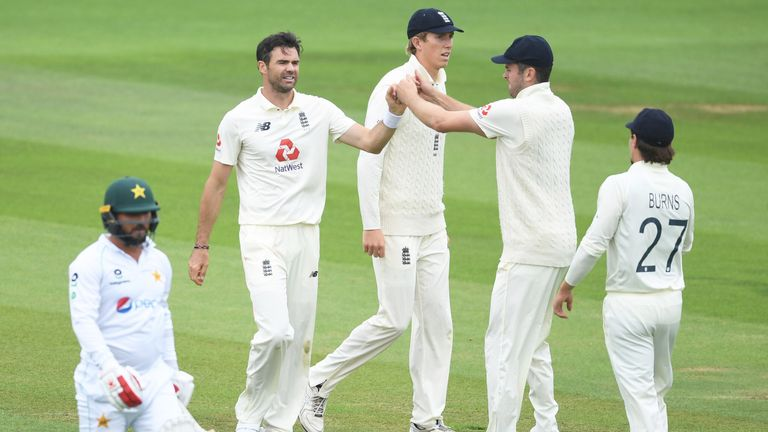 SOUTHAMPTON, ENGLAND - AUGUST 14: James Anderson of England(2L) celebrates after taking the wicket of Yasir Shah of Pakistan(L) during Day Two of the 2nd #RaiseTheBat Test Match between England and Pakistan at the Ageas Bowl on August 14, 2020 in Southampton, England