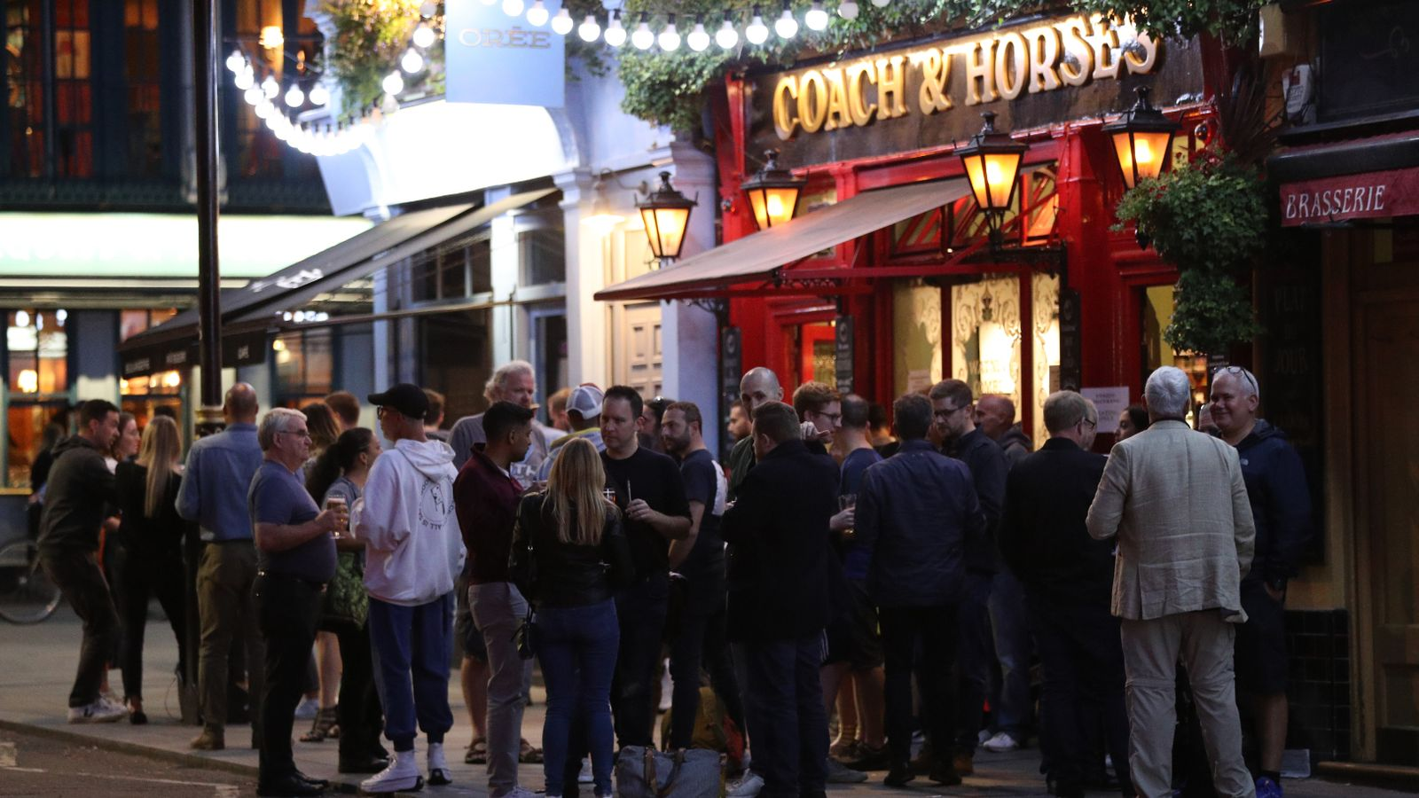 Coronavirus curfew: Pubs and restaurants will be forced to shut at 10pm