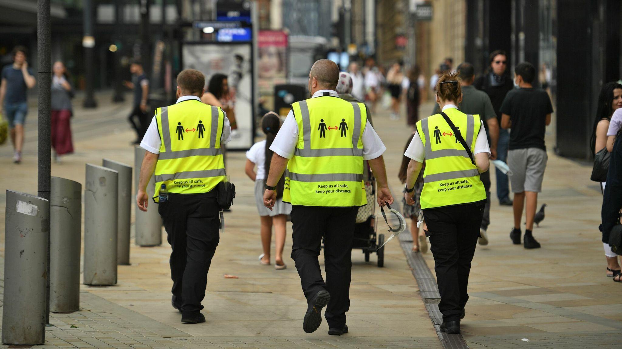 憂耶誕假期疫情炸裂   英國雇「便衣」偵蒐違規