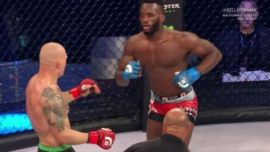 Edwards' flying knee finish on Bellator debut