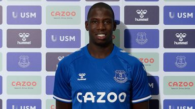 Everton confirm Doucoure signing