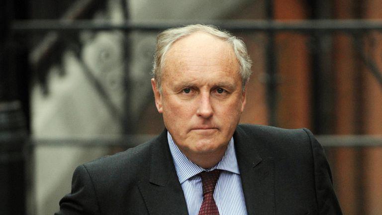 Editor Daily Mail Paul Dacre tiba di Leveson Enquiry tentang standar pers di Pengadilan Tinggi di London.