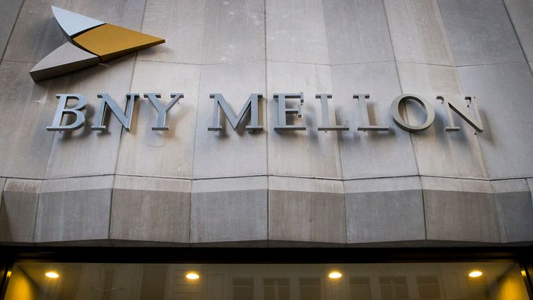 The Bank of New York Mellon Corp. building at 1 Wall St. is seen in New York's financial district March 11, 2015. REUTERS/Brendan McDermid (UNITED STATES - Tags: BUSINESS)