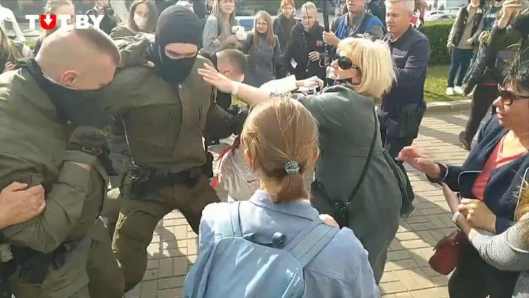 Women protesting in Belarus try and rip the balaclavas of police trying to detain them, forcing the officers to retreat.