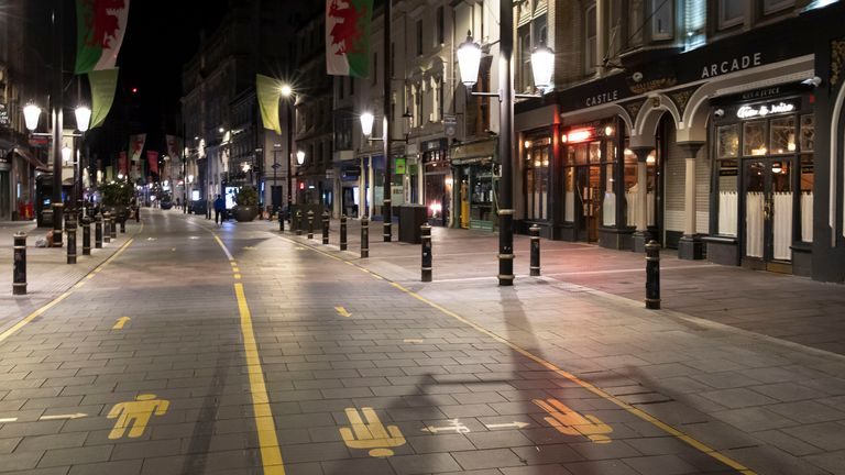 Cardiff city centre quickly emptied after pubs and restaurants closed at 10pm