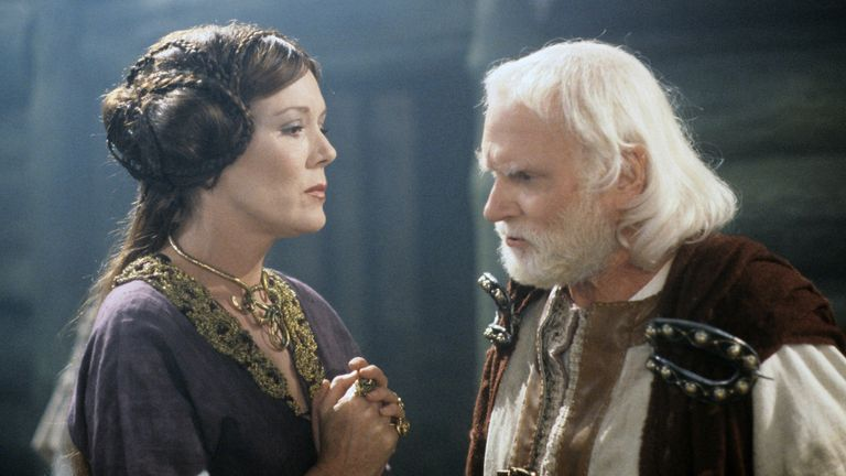 Laurence Olivier as King Lear and Diana Rigg as daughter Regan. Pic: ITV/Shutterstock