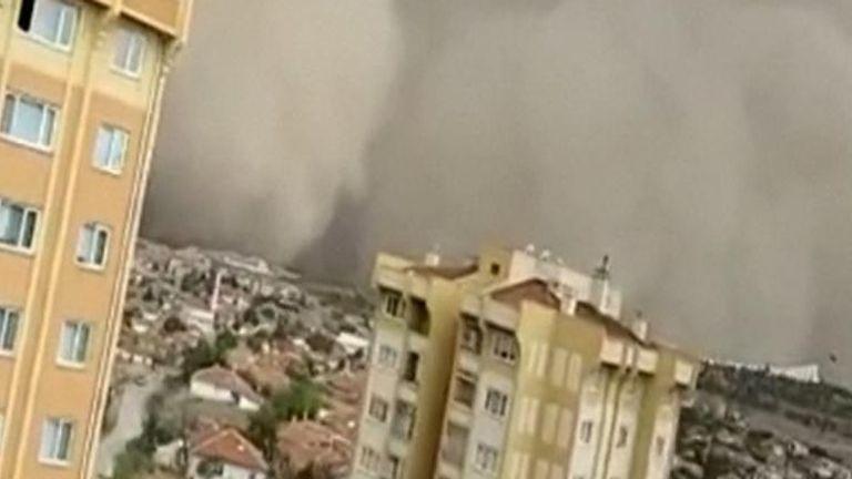 Dust storm hits Ankara