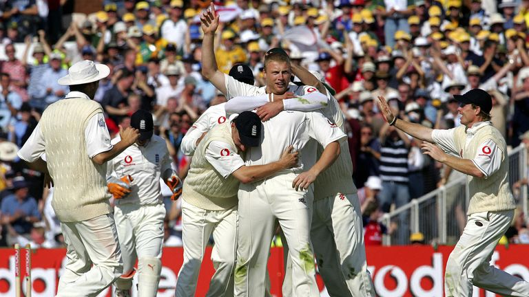 Manchester, UNITED KINGDOM: England players gather to congratulate bowler Andrew Flintoff (C) after he dismissed Australian batsman Simon Katich on the second day of the third Ashes Test at Old Trafford cricket ground in Manchester 12 August, 2005