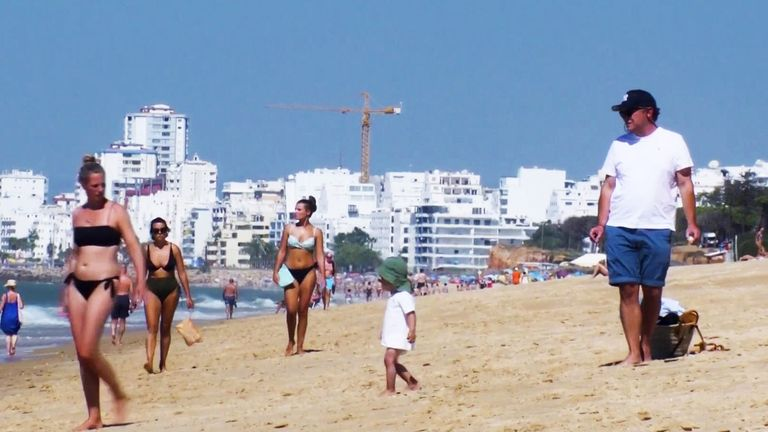 Tourists from England spared quarantine in the Algarve