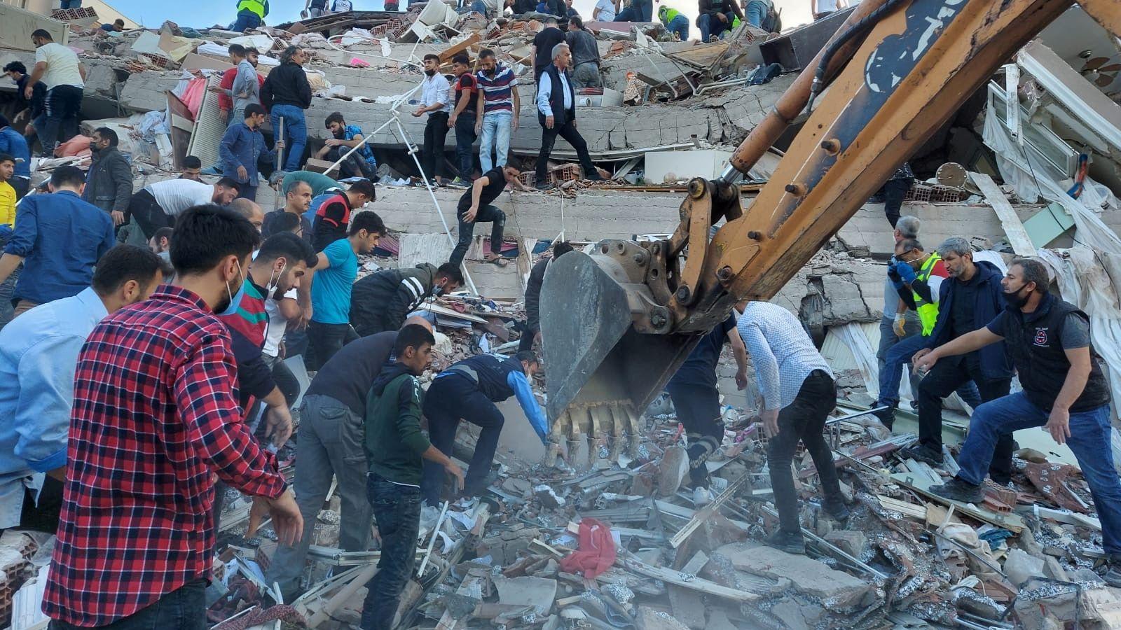[Image: skynews-turkey-earthquake-izmir_5155339....1030145057]