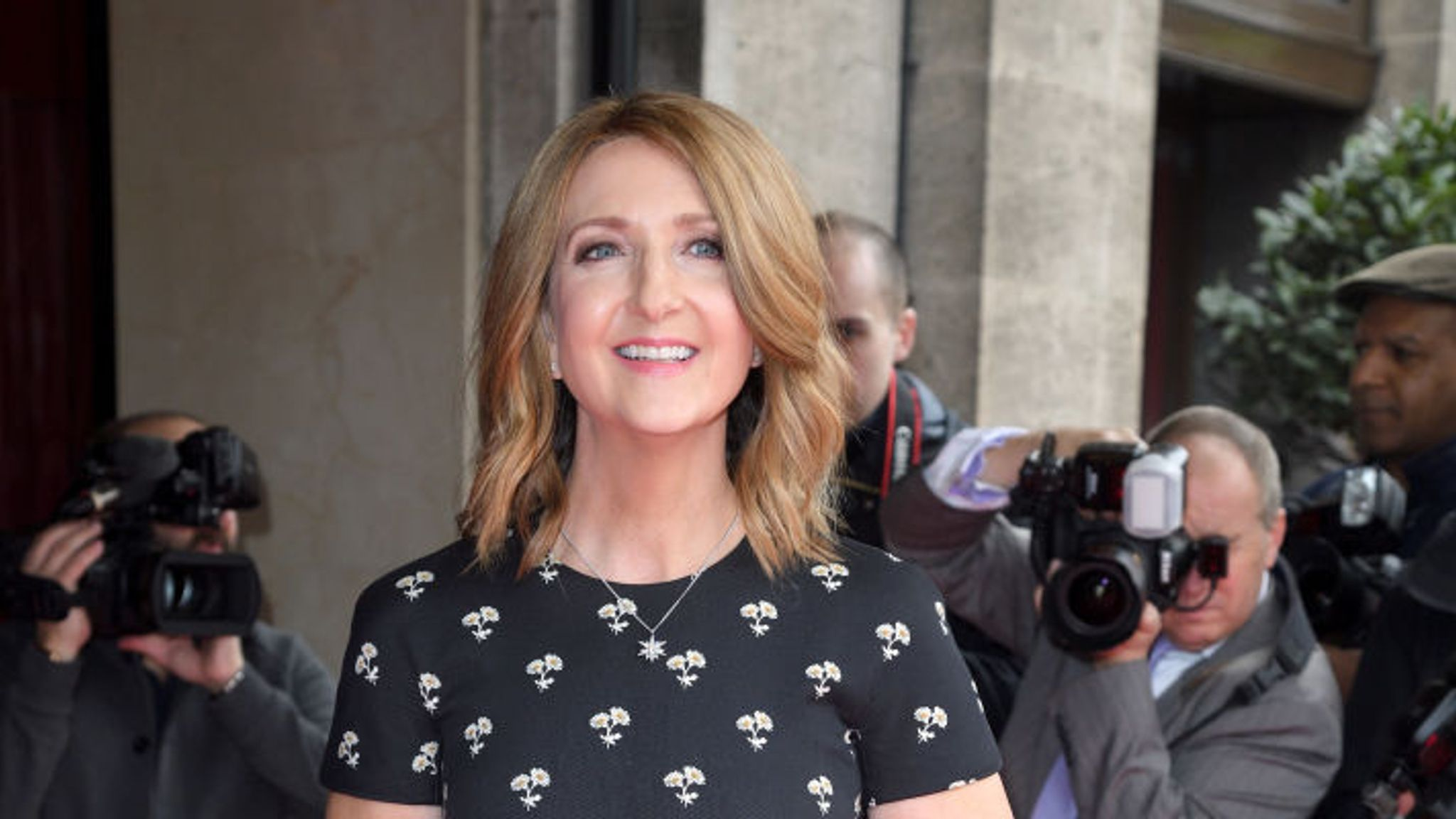Victoria Derbyshire Apologises For Saying She Would Break Rule Of Six At Christmas Uk News Sky News