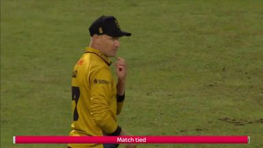 Notts into Finals Day after mis-field
