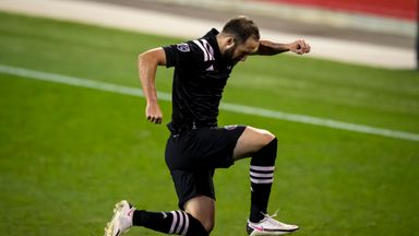 MLS round-up: Higuain scores brilliant first