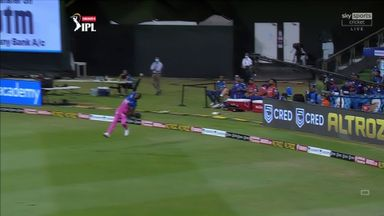 Archer takes stunning one-handed catch!