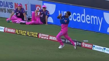Stunning catch removes Kohli!