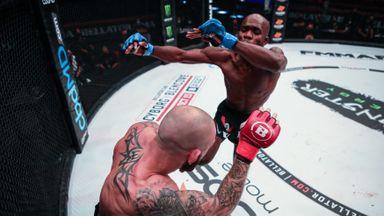 Landu's flying knee knockout!