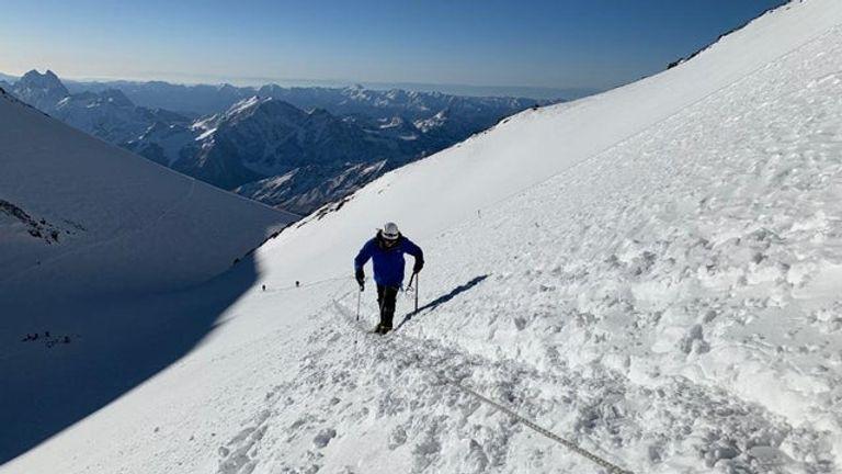 Akke Rahman climbs Elbrus following COVID-19 recovery