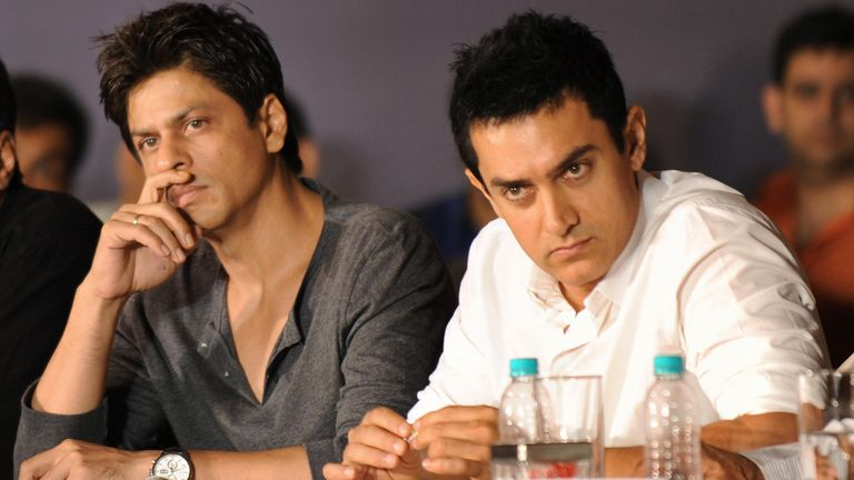 Indian bollywood film actors Shah Rukh Khan (L) and Aamir Khan hold a joint press conference in Mumbai on April 7, 2009. Bollywood's two leading actors Aamir Khan and Shahrukh Khan called for an overhaul in the distribution of box office takings to end a stand-off between producers and multiplex owners
