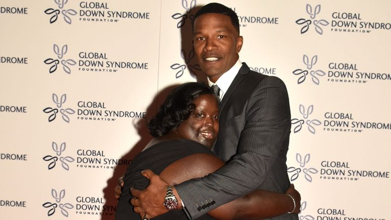 Jamie Foxx with his sister DeOndra Dixon, who has died aged 36