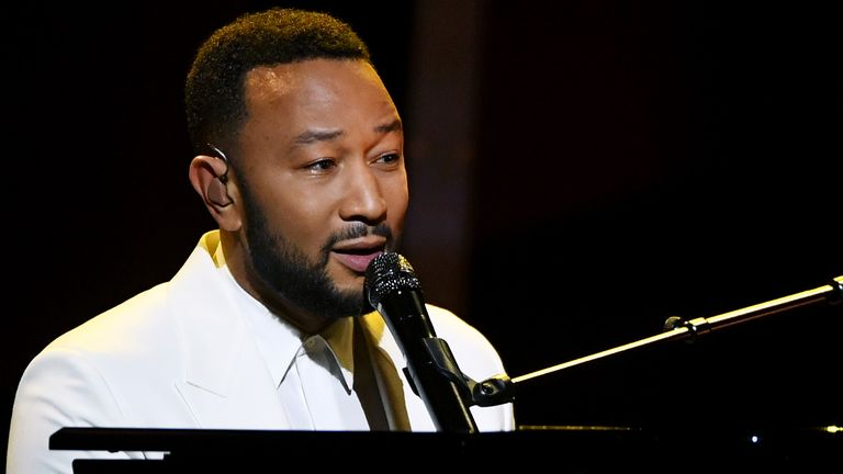 Dressed all in white and behind a grand piano, John Legend dedicates Never Break to Chrissy Tiegen