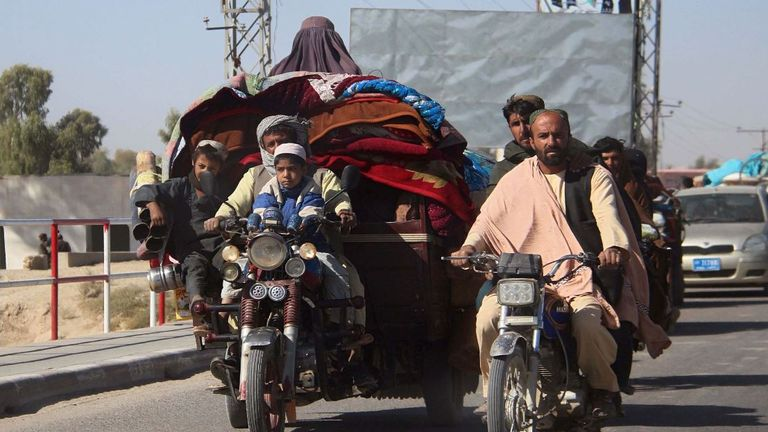 Afghan internally displaced people with their belongings flee from Nadali district to Lashkar Gah during the ongoing clashes