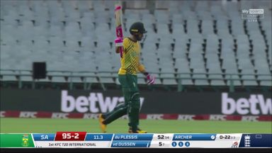 Du Plessis gets to 50