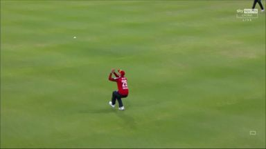 Van der Dussen misses out on the full toss!