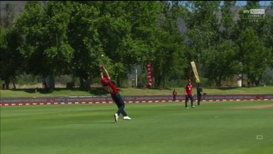 Tom Curran takes fantastic catch!