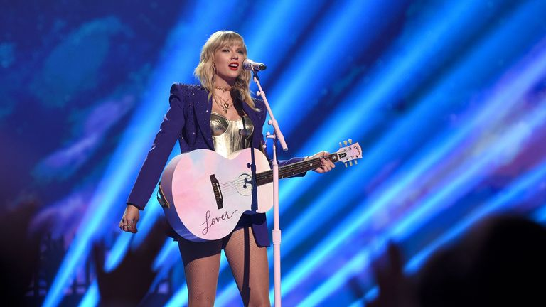 NEWARK, NEW JERSEY - AUGUST 26: Taylor Swift performs onstage during the 2019 MTV Video Music Awards at Prudential Center on August 26, 2019 in Newark, New Jersey. (Photo by Dimitrios Kambouris/VMN19/Getty Images for MTV)