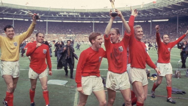 Sir Bobby Charlton: England 1966 World Cup hero and Manchester United legend  has dementia, FA confirms | UK News | Sky News