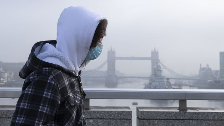 (201105) -- LONDON, Nov. 5, 2020 (Xinhua) -- A man wearing a face mask walks on the London Bridge backdropped by the Tower Bridge shrouded in fog in London, Britain, on Nov. 5, 2020. British lawmakers on Wednesday voted in favor of the government's a month-long lockdown for England by 516 votes to 38, a majority of 478. The vote outcome paved the way for the new measures, announced by British Prime Minister Boris Johnson on Saturday in a bid to quell the surging coronavirus infections. (Xinhua/H