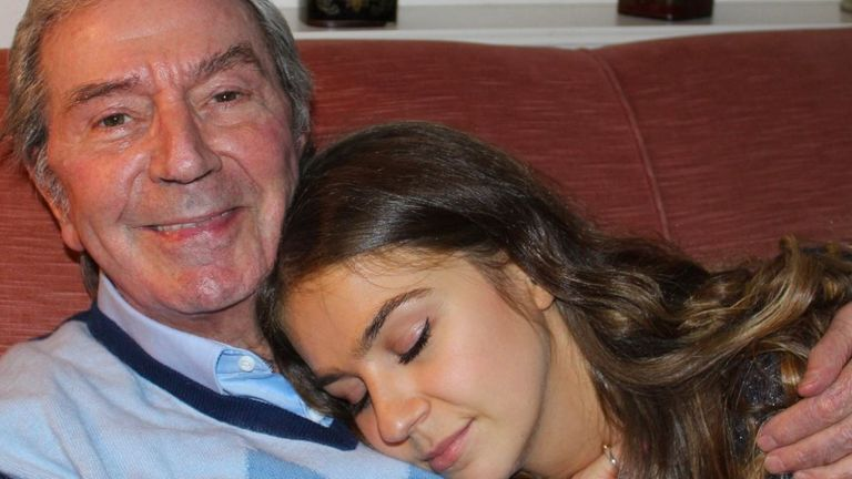 One of the last photos taken of Des O'Connor back in October, with his daughter Kristina. Pic: Twitter/@tarantwina