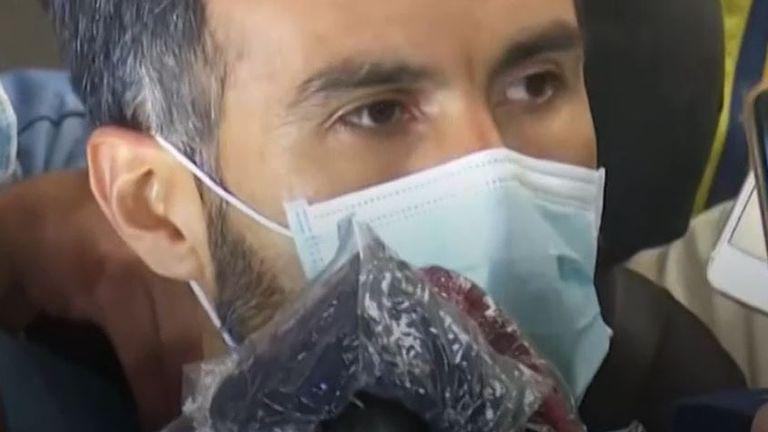 يقول طبيب الأعصاب ليوبولدو لوك إن دييغو مارادونا مستيقظ بعد الجراحة