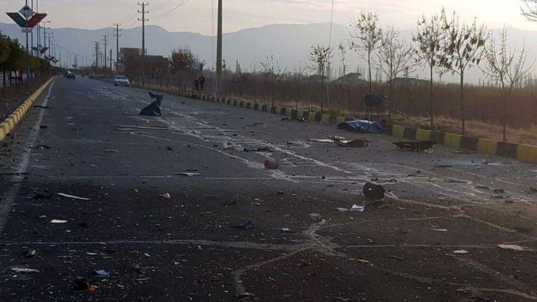 صورة تظهر موقع الهجوم الذي أودى بحياة العالم الإيراني البارز محسن فخري زاده ، خارج طهران ، إيران ، 27 نوفمبر / تشرين الثاني 2020. WANA (وكالة غرب آسيا للأنباء) عبر محرري الانتباه في رويترز - تم تقديم هذه الصورة من قبل طرف ثالث.