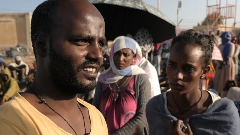 قال رجل إنه وعائلته أجبروا على الفرار دون ماء وطعام