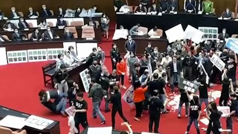 Opposition MPs threw pig guts and exchanged punches with other lawmakers in a bitter dispute over easing US pork imports