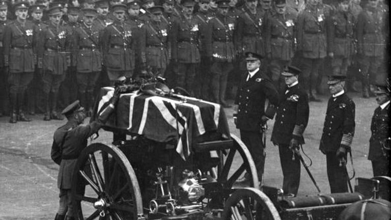 King George V placed a wreath on the coffin at the Cenotaph on Armistice Day.
