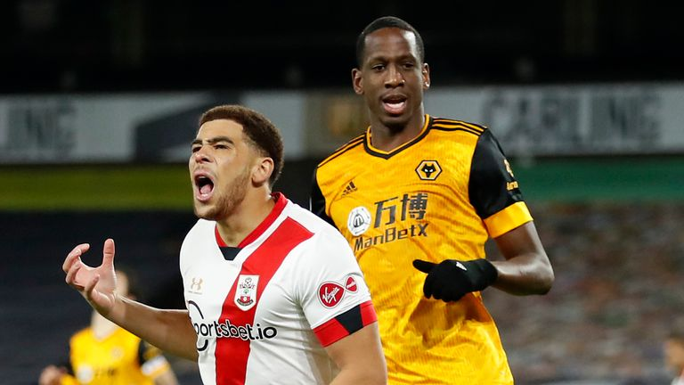 Che Adams reacts during Southampton's match at Wolves
