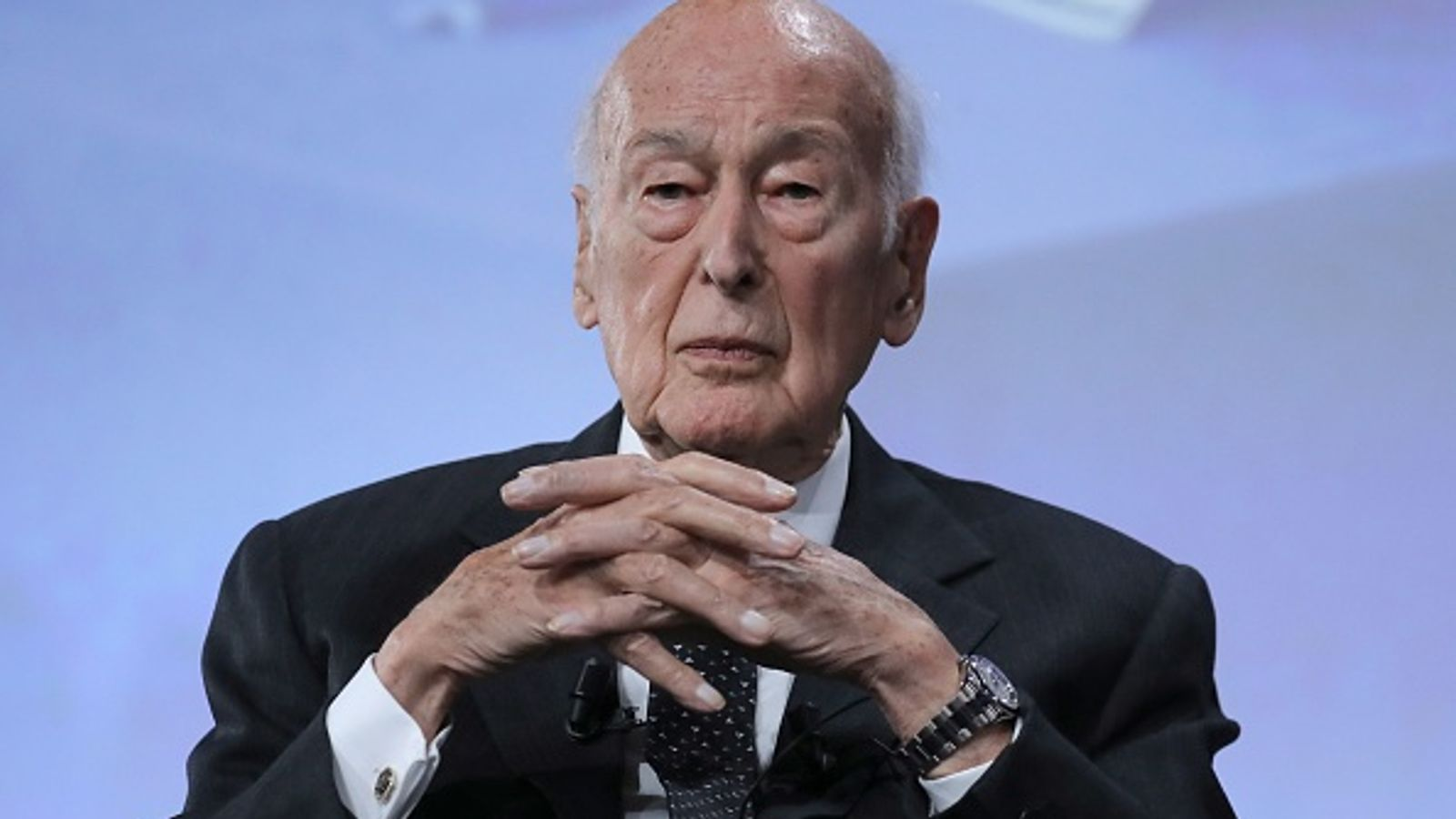 Valery Giscard d'Estaing: Former French president dies age 94 after catching coronavirus