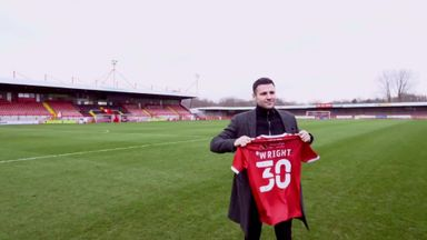 Mark Wright joins Crawley Town