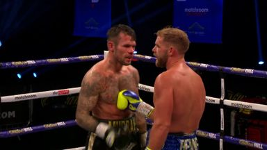 Saunders retains WBO super-middleweight crown