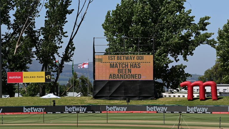 PAARL, SOUTH AFRICA - DECEMBER 06: The scoreboard displays that the match has been abandoned due positive coronavirus tests of hotel staff at the team hotel during the 1st One Day International between South Africa and England has been abandoned at Boland Park on December 06, 2020 in Paarl, South Africa. (Photo by Shaun Botterill/Getty Images)