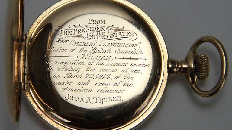 Undated handout photo issued by the Metropolitan Police of a pocket watch presented by former US president Woodrow Wilson which has been stolen from an antiques shop in north London. The 14 carat gold time piece, worth up to GBP 20,000, was taken from the store in Pierrepont Arcade, Islington, north London at around 12.30pm on Saturday by a man who pretended he wanted to buy a vase.