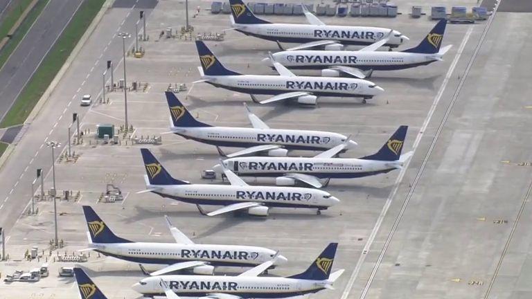 RyanAir airplanes , aviation industry