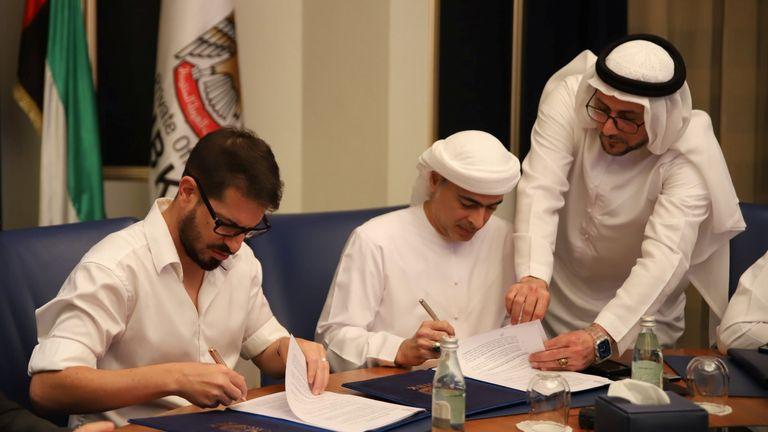 Sheikh Hamad Bin Khalifa Al Nahyan's and Beitar Jerusalem F.C. owner Moshe Hovav sign an agreement