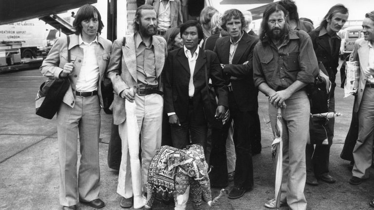 17th October 1975: British Mountaineer Chris Bonington and other members of the successful 1975 expedition to climb the South West Face of Everest, at Heathrow Airport. Left to right: Peter Boardman; Chris Bonington, a sherpa, Dougal Haston (1940 - 1977), Doug Scott and his wife Jan. (Photo by Keystone/Getty Images)