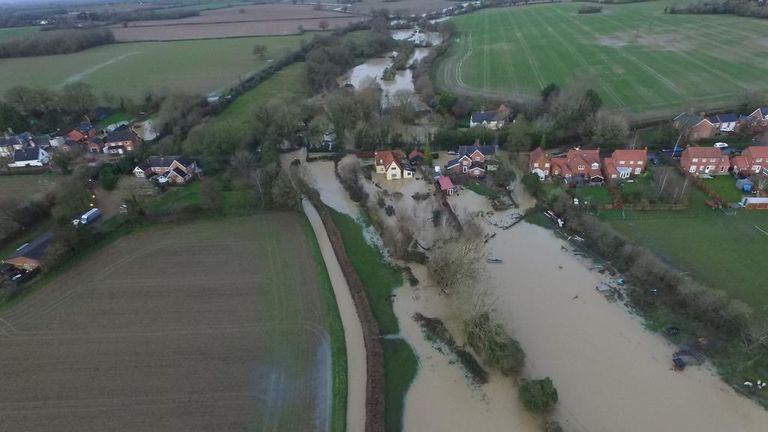 Pemandangan The Beck di Pulham St Mary, Norfolk setelah Banjir Norfolk semalam. Foto: Clayton Hudson